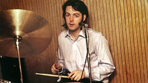 Paul McCartney à la batterie