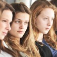 Au milieu de tous ces films graves, et de tous ces enfants maltraités, <em>17 filles</em> propose un regard autre. Les deux soeurs Coulin prennent un fait divers américain – 17 filles...