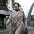 Au bord de sa vie, une femme décide de changer de route. Rose Mayer, la cinquantaine, presque muette à force d'avoir subi les cris, les silences et les coups de...