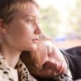 """<em>Restless</em> de Gus Van Sant retrace le parcours pour le moins singulier de deux adolescents en prise avec la mort. Annabel, incarnée par une Mia Wasikowska à la beauté très """"Jean Seberg"""", aime la vie mais..."""