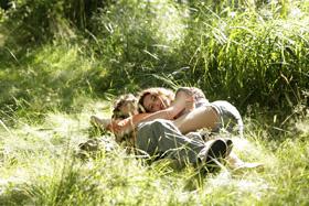Lola Créton et Sebastian Urzendowsky dans Un amour de jeunesse