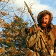 En 1820, le trappeur Zachary Bass, laissé pour mort après avoir été attaqué par un grizzly, tente de survivre dans une nature hostile avec une seule idée en tête : se venger de ceux qui l'ont abandonné...