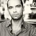 Longtemps journaliste, à présent romancier et essayiste... Philippe Di Folco est un fou de littérature et de cinéma et quand il ne s'attaque pas aux tabous de notre société en dirigeant <em>Le Dictionnaire</em>...