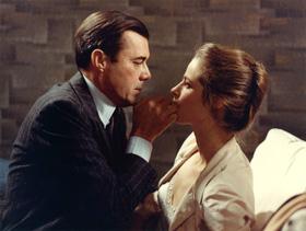 Dirk Bogarde et Charlotte Rampling dans Portier de nuit