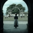 Hantée par la mort de celui qu'elle aime, Florence Cathcart (Rebecca Hall) se reconvertit après la Première Guerre mondiale en écrivain et chasseuse de fantômes reconnue dans toute l'Angleterre. Dénonçant...