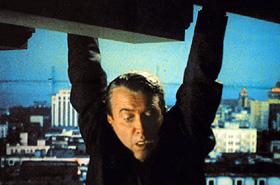 James Stewart suspendu dans le vide dans Vertigo, d'Alfred Hitchcock