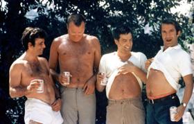 Concours d'abdos pour les quatre personnages de Husbands