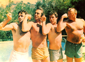 Peter Falk, Ben Gazzara, John Cassavetes et David Rowlands dans Husbands