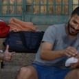 Avi, Kobi et Yaniv, trois copains vivant à Bat Yam, se sont autoproclamés surveillants du quartier. Et ils contrôlent tout. Les tenues jugées indécentes des jeunes femmes, le respect du sabbat, les...