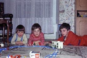 Les frères Podalydès autour du train électrique