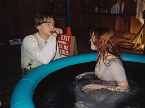 Winslet et DiCaprio sont dans une piscine
