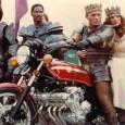 Bande-annonce de Knightriders, film américain réalisé par George Romero en 1981. La preuve que Romero fait du bon travail avec n'importe quoi.