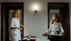 Sandrine Kiberlain et Isabelle Huppert dans Tip Top