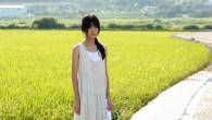 July Jung est une nouvelle venue dans le cinéma coréen. Elle réalise <em>A Girl at my Door</em>, un premier long-métrage beau et touchant. Une histoire de salut et de renaissance. Rencontre.