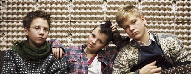Punk pas chien - Après avoir vu le jour dans l'underground lettré new-yorkais, le Punk, qui entre-temps a pris l'accent cockney et de mauvaises manières, s'évapore en 1979 dans les effluves rances d'une...