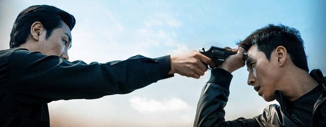 Il est des journées plus difficiles que d'autres. Pour le policier (un peu) ripou Geon-soo, il y a l'enterrement de sa mère, sa sœur qui le presse pour ouvrir une sandwicherie et ses collègues qui...