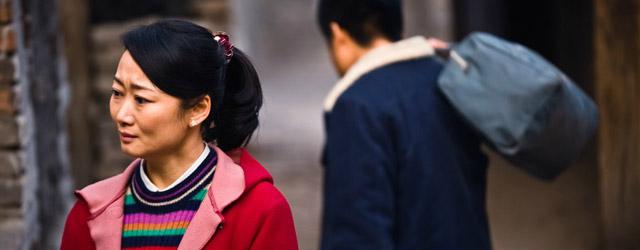 Ombres chinoises 1999. Dans la ville de Fenyang, Tao est courtisée par ses deux amis d'enfance, Zhang et Lianzi. Elle choisit Zhang, jeune arriviste détestable, qui lui donne un fils...