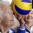 Pendant que votre grand-mère est en charentaises dans sa maison de retraite et se plaint que personne ne vient la voir, en Norvège, il existe un club de volley-ball féminin pour les séniors...